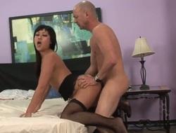 Yuki Mori gets pleasure with palpitating love torpedo in her mouth