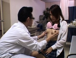 Japanese girl goes to a gynecologist for a thorough pussy e