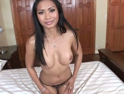 Oriental Priva offers her bush to hot man