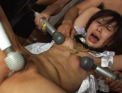 Bound asian acquires her vagina vibed